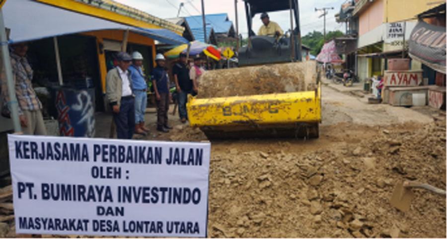 Bumi Raya Investindo Perbaiki Jalan di Desa Lontar Utara